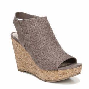 Women's wedge sandal!